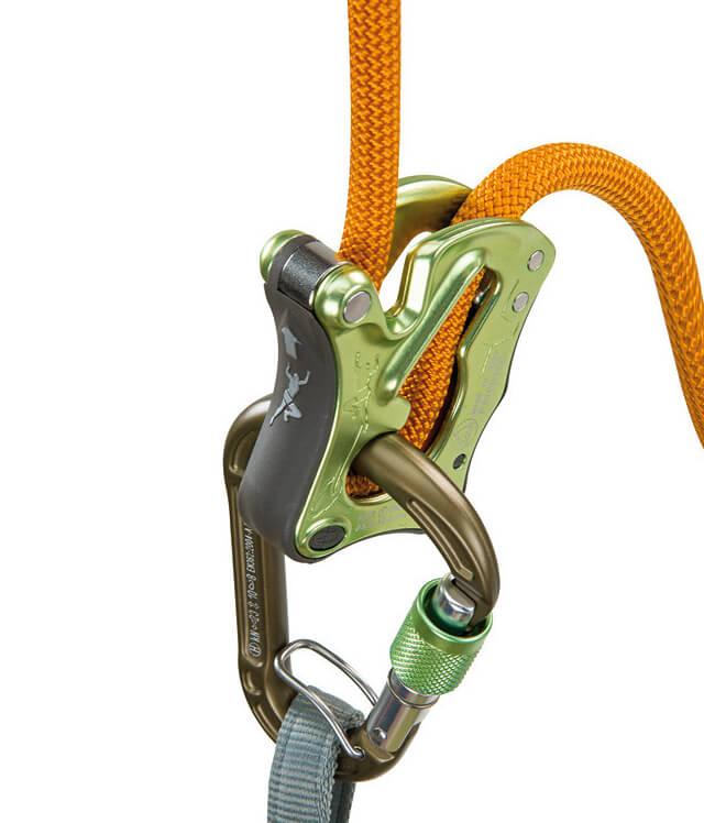 Foto: Click Up Kit von Climbing Technology im Einsatz. Die Seilführung läuft prinzipiell wie beim Tuber.